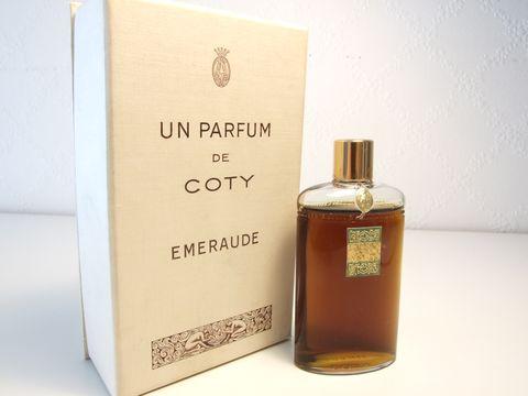 コティとラリックのEmeraude香水瓶