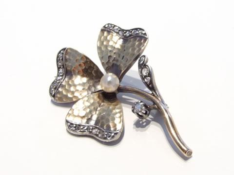 アールヌーボー三つ葉クローバーのブローチ(ローズカットダイヤモンド、天然真珠)
