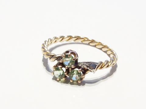 アンティークぺリドット指輪(ダイヤモンド、三つ葉、捻りフレーム)