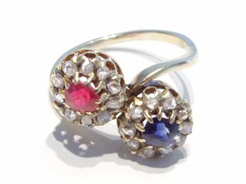 ルビーサファイアのアンティーク指輪(トワエモワクロスオーバーリング、ダイヤモンド)