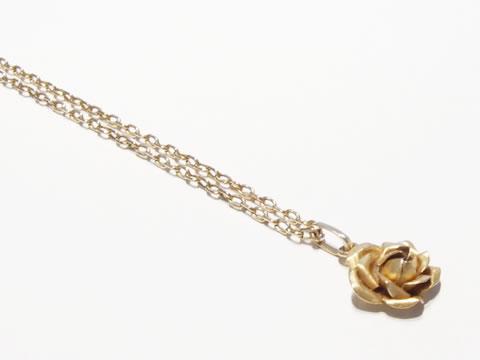 薔薇(バラ)のアンティークペンダントヘッド(イエローゴールド)