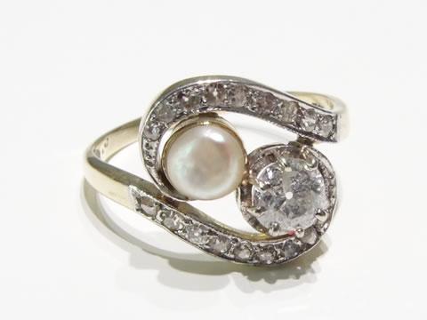 ダイヤモンドと真珠のアンティーク指輪(クロスオーバーリング、トワエモワ)