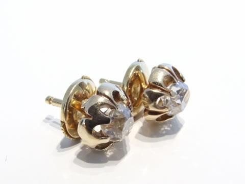 クッションシェイプダイヤモンドのアンティークピアス(大粒、お花)