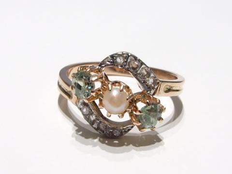グリーングロッシュラーアンティークガーネット指輪(ダイヤモンド、クロスオーバーリング)