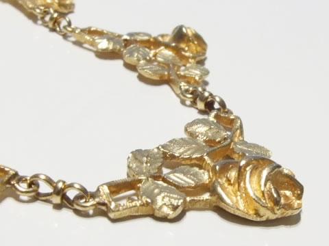 アンティーク薔薇の花のネックレス(アールヌーヴォー、金彫り)