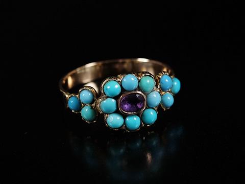 トルコ石とアメジストのアンティーク指輪(クローズドセッティング、王政復古、三つ葉)