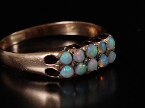 アンティークオパールリング(10粒のオパール、ダイヤモンド)