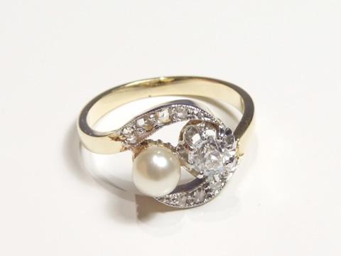 アンティーククロスオーバーリング(ダイヤモンドと天然真珠のトワエモワ)