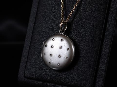 18世紀アンティークロケットペンダント(鉄スティールとダイヤモンド)