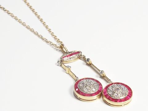 アールデコネグリジェネックレス(シンセティックルビー、カリブレカット、ダイヤモンド)