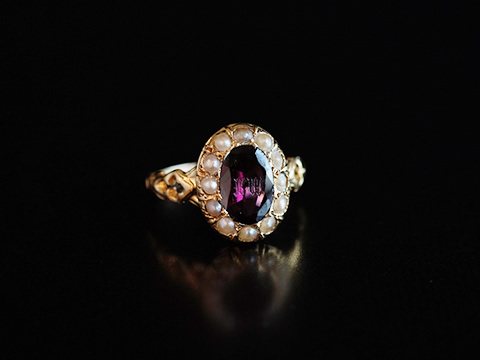 アンティークインタりオ指輪(ガーネット、天然真珠、イニシャル)