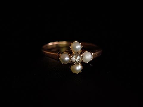 ハーフパールとダイヤモンドのアンティーク指輪(半円天然真珠)