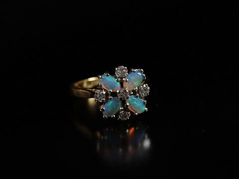 オパールとダイヤモンドのアンティーク指輪(ジオメトリック、お花、1920年頃)