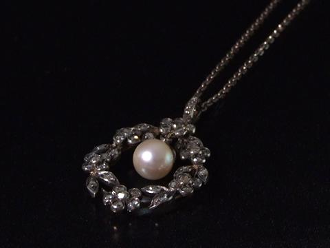アンティークガーランドネックレス(花綱、ダイヤモンドとペアシェイプ天然真珠)