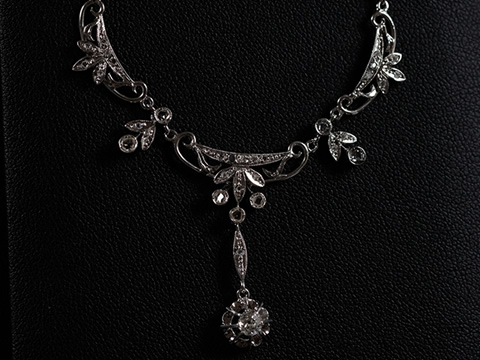 アールデコダイヤモンドネックレス(クッションカット、ローズカット、18金ホワイトゴールド)