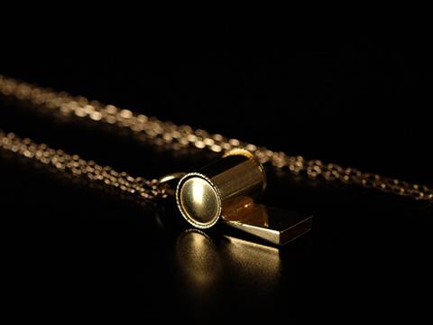 アンティークイエローゴールドの笛(ホイッスルペンダント、ミニチュアチャーム)