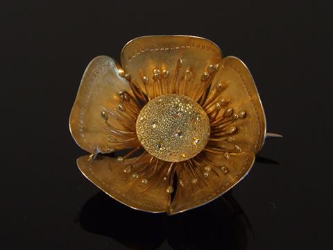 アールヌーボーの花のブローチ(1890年頃/フランス/18金ゴールド)