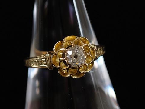 ビジュードプロヴァンス アルルの指輪(オールドマインカット クッショシェイプダイヤモンド)
