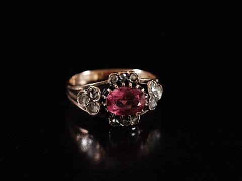 ピンクトルマリン アンティーク指輪(ダイヤモンド)