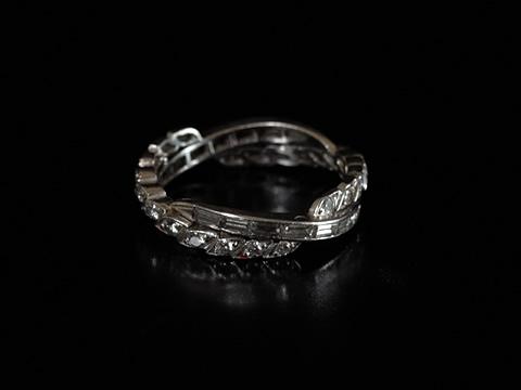 バゲットカットとラウンドカットのダイヤモンドリング(アールデコ)