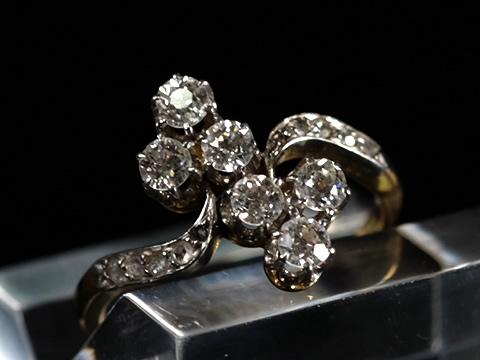 三つ葉(クローバー)ダイヤモンドクロスオーバーリング