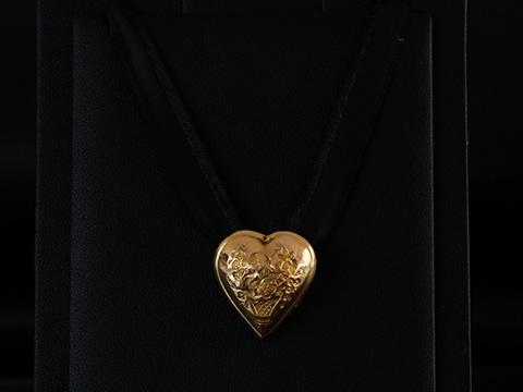 18世紀のハートの胸飾り