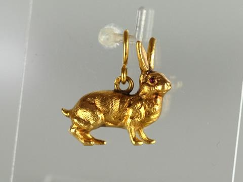 ウサギ(兎)のアンティークチャームペンダント